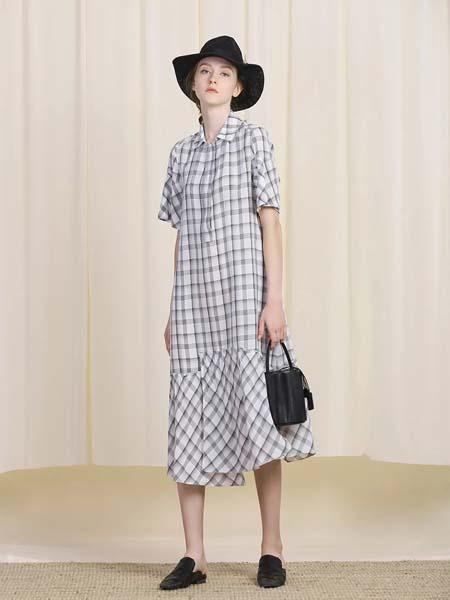 三淼女装品牌2020春夏格纹方领连衣裙