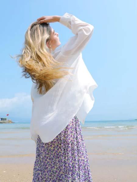 麦寻女装品牌2020春夏白色薄款外套碎花连衣裙紫色