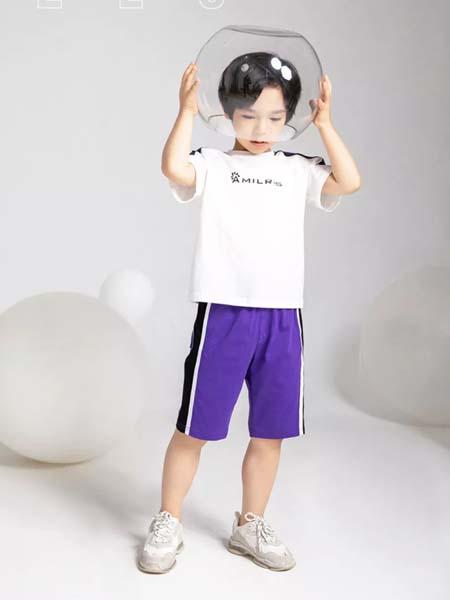 安米莉女装品牌2020春夏紫色短裤白色T恤