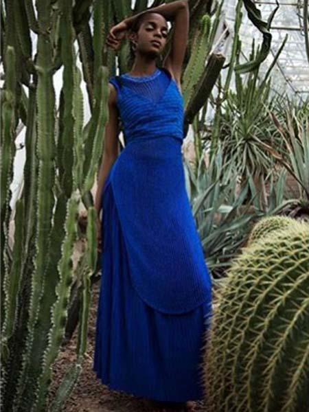 C+Plus Series女装品牌2020春夏无袖蓝色修身长裙