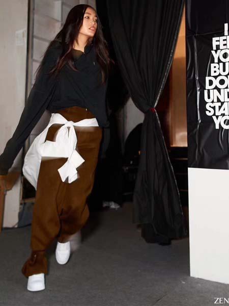 C+Plus Series女装品牌2020春夏黑色上衣酒红色修身长裤