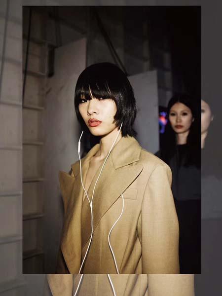 C+Plus Series女装品牌2020春夏V领卡其色外套
