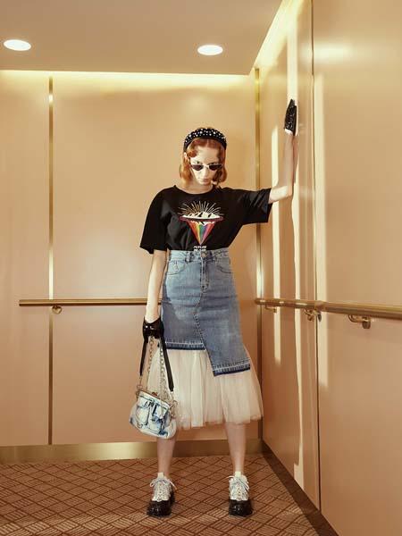 飘蕾女装品牌2020春夏黑色T恤