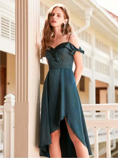 欧点女装品牌2020春夏露肩吊带青色连衣裙