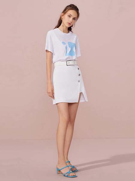 欧时力女装品牌2020春夏蓝色卡通女孩白色T恤