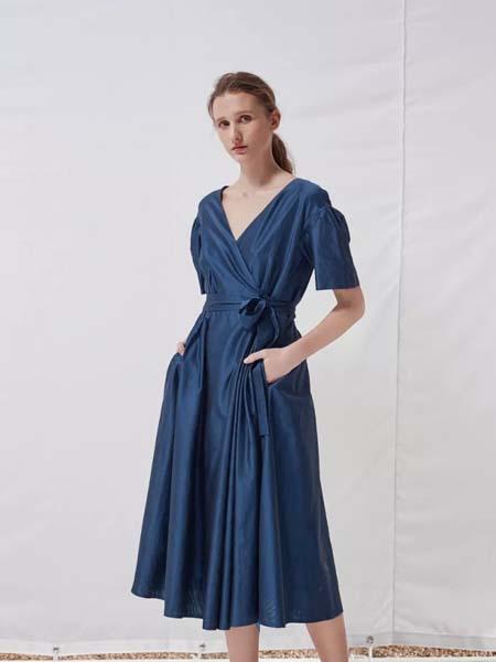 唯尚VESAS女装品牌彩38平台2020春夏V领深蓝色连衣裙
