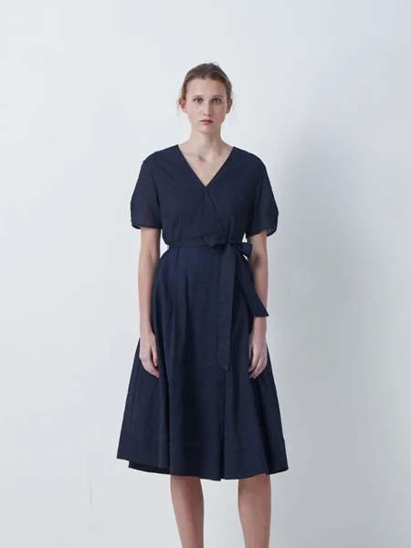 唯尚VESAS女装品牌2020春夏V领收腰藏蓝色连衣裙