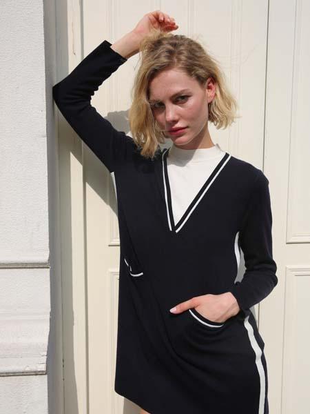 庄姿妮女装品牌2020春夏V领黑色针织衫长袖