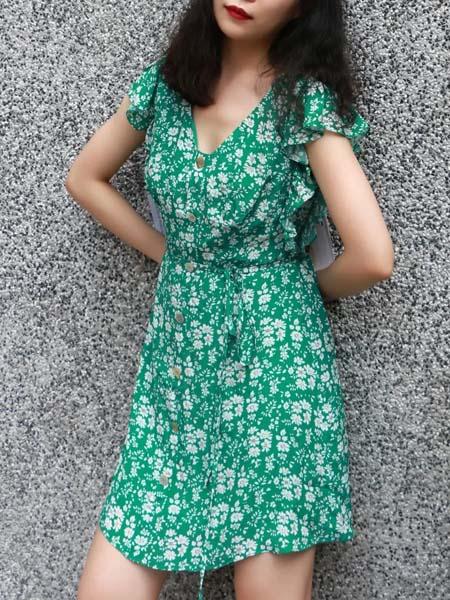 TITI女装品牌2020春夏绿色碎花连衣裙