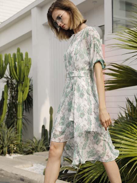 例格女装品牌2020春夏收腰碎树叶连衣裙
