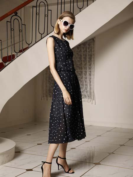 例格女装品牌2020春夏无袖波点连衣裙
