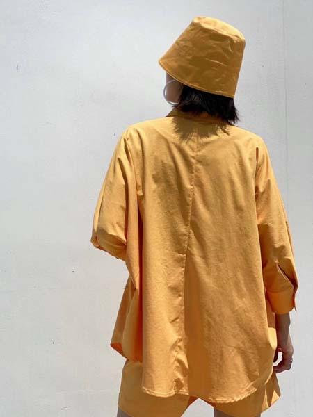 奕色女装品牌2020春夏黄色外套