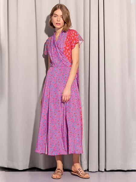 Tomcsanyi女装品牌2020春夏紫红色V领收腰碎花连衣裙