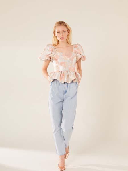 Manoush女装品牌2020春夏泡泡袖浅粉色荷叶边上衣牛仔长裤