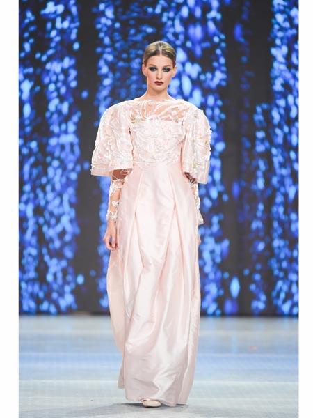 Valentin Yudashkin国际品牌2020春夏丝绸宽松连衣裙