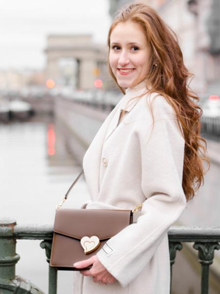 CHILLI箱包品牌2020春夏褐色小羊皮单肩包