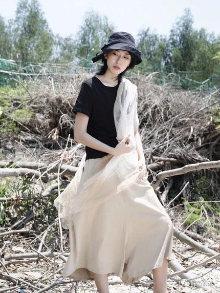 底色女装品牌2020春夏黑色T恤