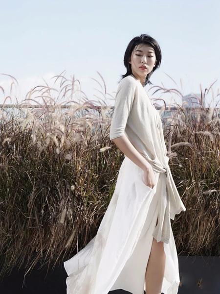 底色女装品牌2020春夏白色雪纺半裙