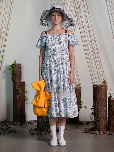 一城画一女装品牌2020春夏露肩荷叶袖连衣裙