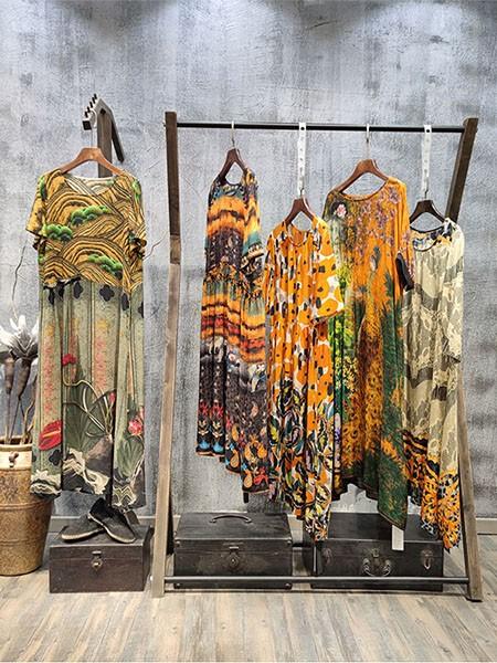 <嘉时莉>丝界风影凯撒贝蕾织之佳20夏真丝连衣裙品牌折扣女装批发品牌店铺展示