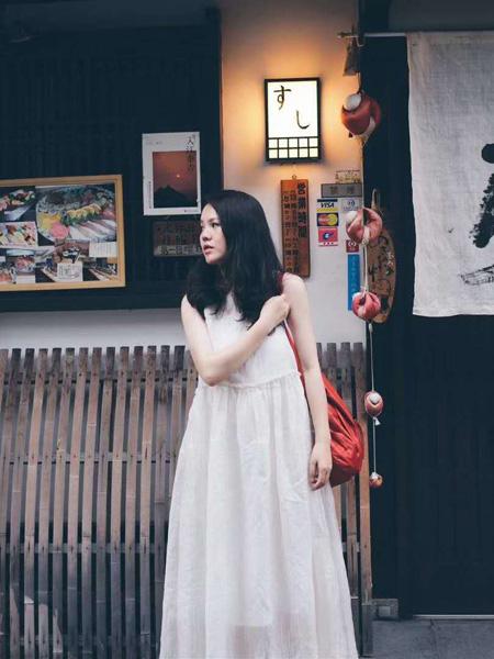 绽放女装品牌2020春夏白色网纱连衣裙