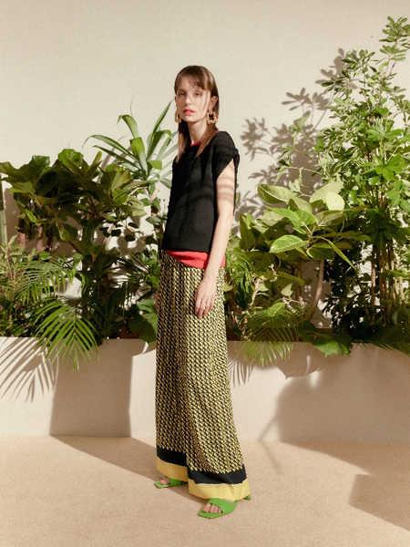 Besti Belli国际品牌品牌时尚宽松无袖短袖