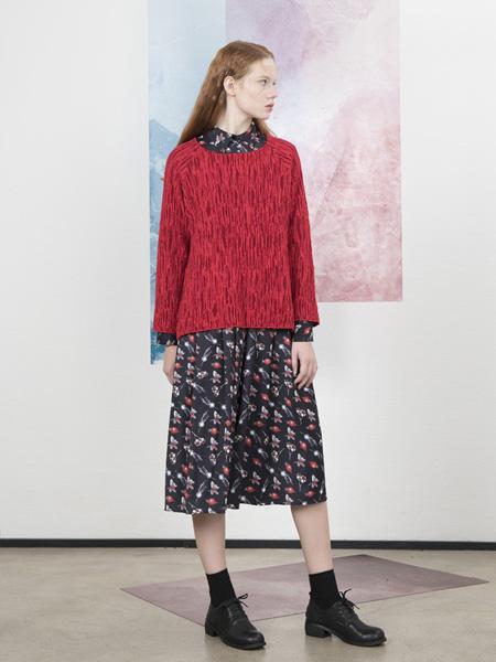 柯妮丝��女装品牌2020春夏大红色圆领针织衫