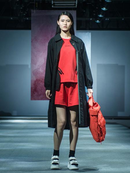 柯妮丝��女装品牌2020春夏红色卫衣短裙