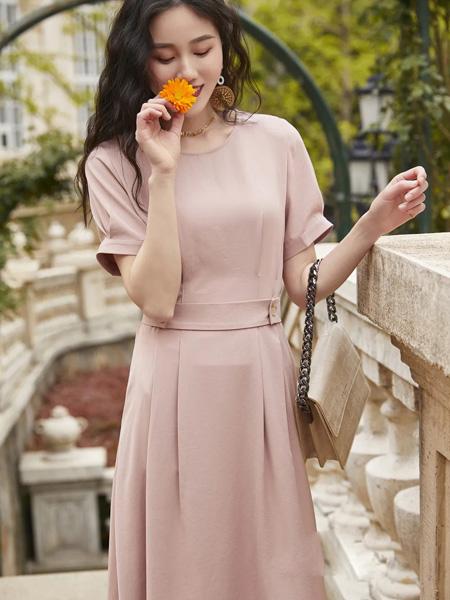 哈祥喜女装品牌2020春夏浅粉色圆领连衣裙