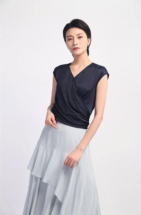 SN女装品牌2020春夏知性女性v领上衣短袖