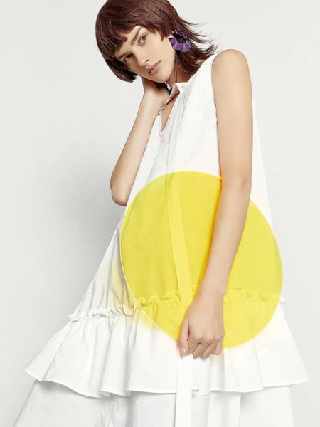 雀啡女装品牌2020春夏白色宽松连衣裙