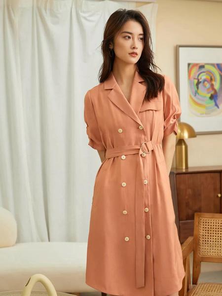雀啡女装品牌2020春夏V领橘粉色收腰连衣裙