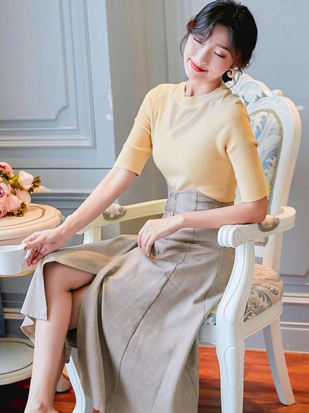 YANGER女装品牌2020春夏浅卡其色紧身上衣