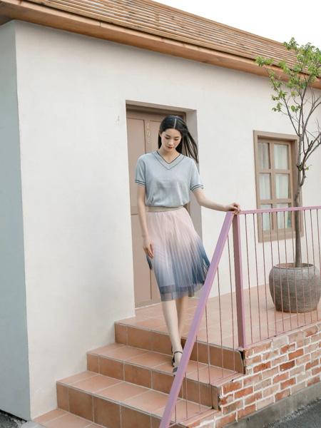 沫浅女装品牌2020春夏V领灰蓝色雪纺衫