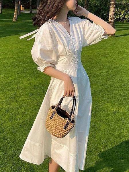 施洛琳女装品牌2020春夏V领白色收腰连衣裙