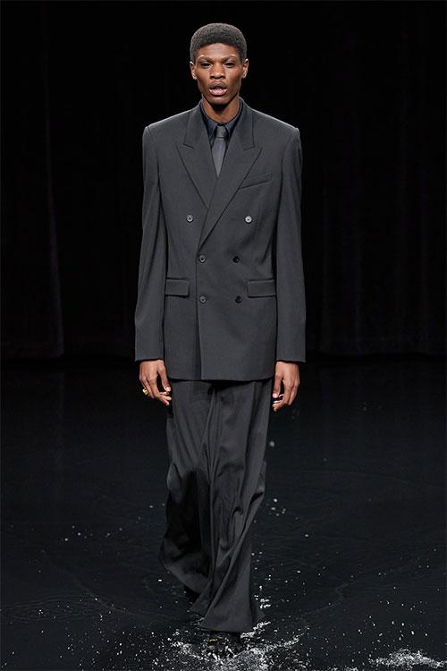 Balenciaga巴黎世家2020秋季成衣秀场直击