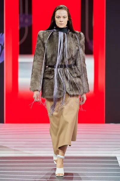 Prada普拉达 2020秋季高级成衣系列 展现独立女性气质