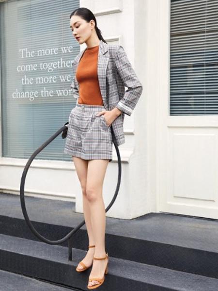 纤QIAN女装品牌2020春夏大格纹西装外套短裤