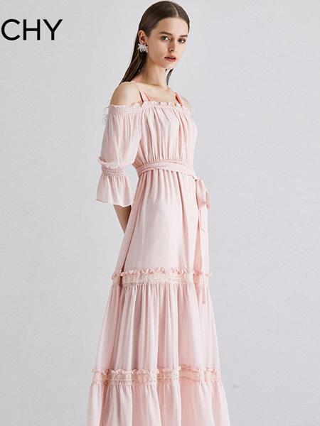 CHICHY女装品牌2020春夏浅粉色长款连衣裙