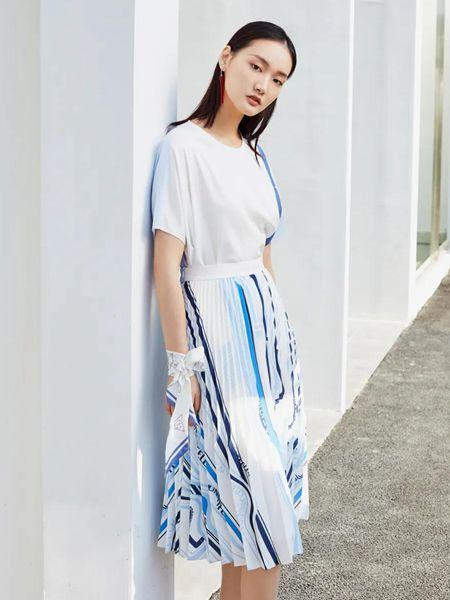 FUUNNY FEELLN仿佛女装品牌2020春夏棉麻宽松舒适短袖