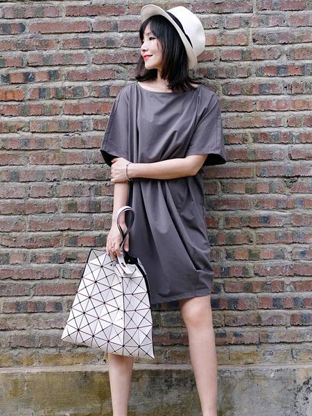 TAN NASSEY女装品牌2020春夏圆领深灰色连衣裙