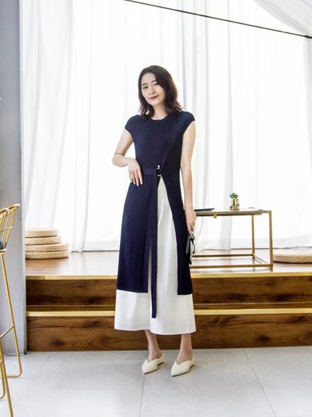 意澳女装品牌2020春夏藏蓝色收腰连衣裙
