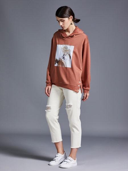 尼赫菲女装品牌2020春夏连帽褐色卫衣