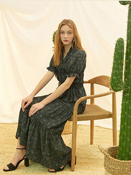 INUSWAY女装品牌2020春夏青色泡泡袖连衣裙