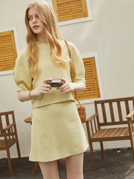 Banana Baby女装女装品牌2020春夏绿黄色两件套上衣短裙