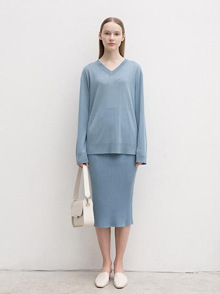 艾匹思女装品牌2020春夏V领蓝色上衣短裙