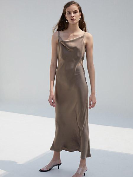 艾匹思女装品牌2020春夏吊带咖色连衣裙