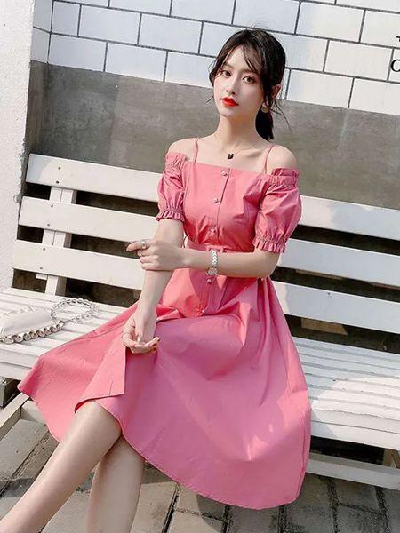 美丽穿女装品牌2020春夏露肩粉色连衣裙