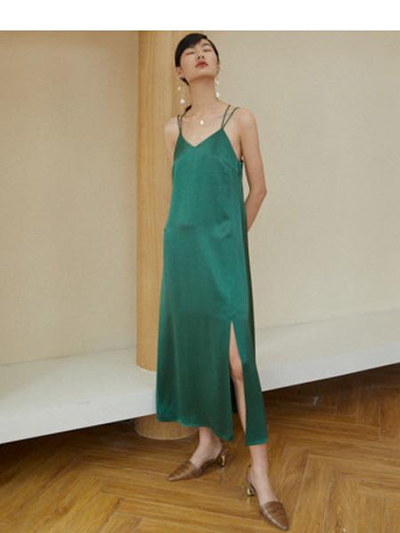 伊华·欧秀女装品牌2020春夏定制醋酸缎面系带气质连衣裙修身显瘦吊带长裙子