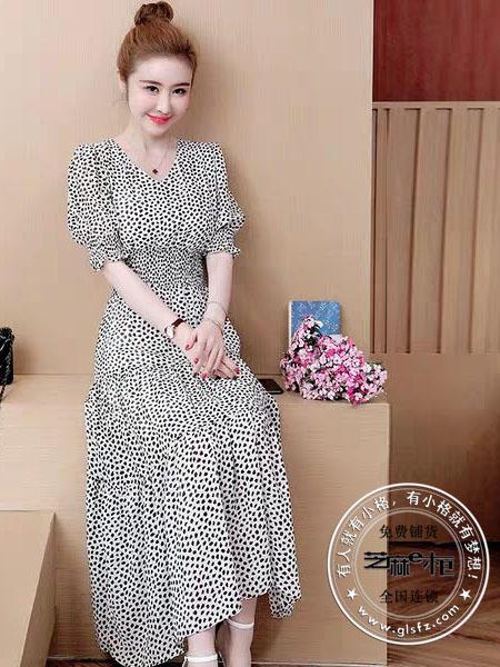 芝麻e柜(成都)女装品牌2020春夏V领波点白色连衣裙